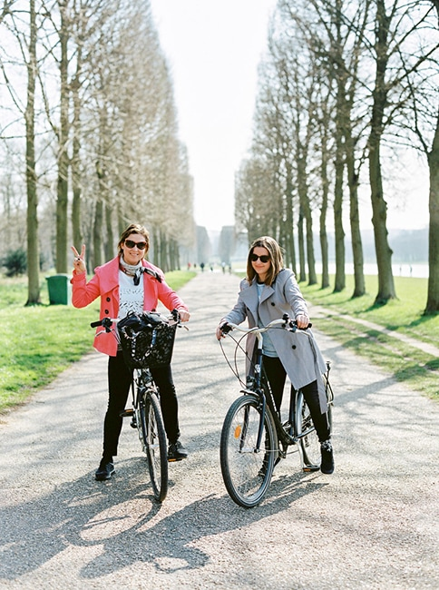 mother and daughter on bikes in versalles